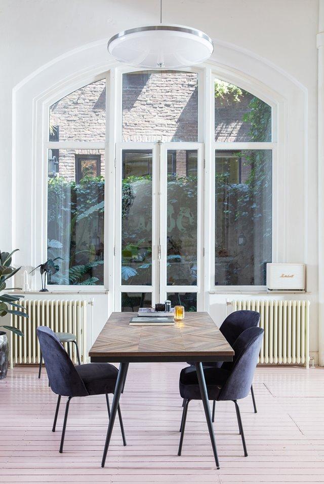 7x Blauwe velvet stoelen